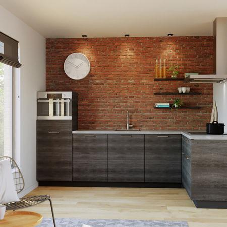 Zwart eiken keukenkastjes en een licht betonnen keukenblad