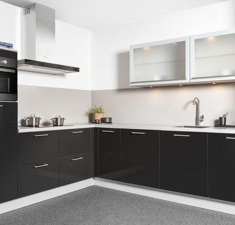 hoogglans zwarte keuken