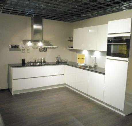 Showroomkeuken Wit ultra hoogglans lak Zwolle