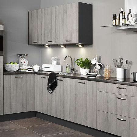 Grijze keuken met donker aanrechtblad