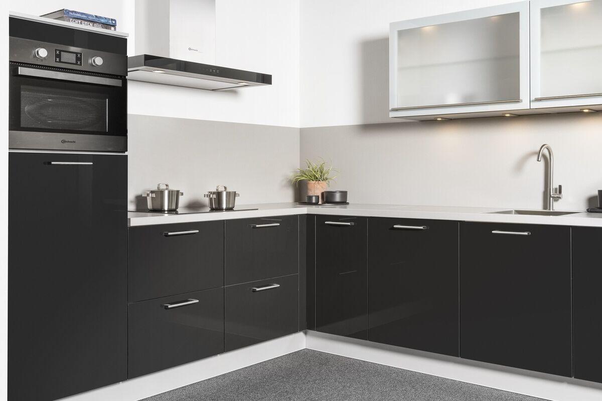 zwarte keukenkastjes