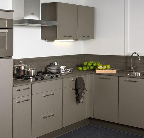 Donkergrijze moderne keuken