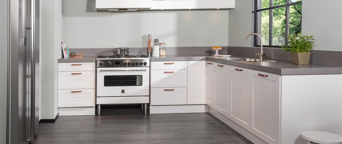 Landelijke keuken met betonlook aanrechtblad