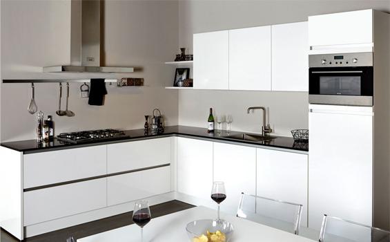Hoogglans-witte-greeploze-keuken